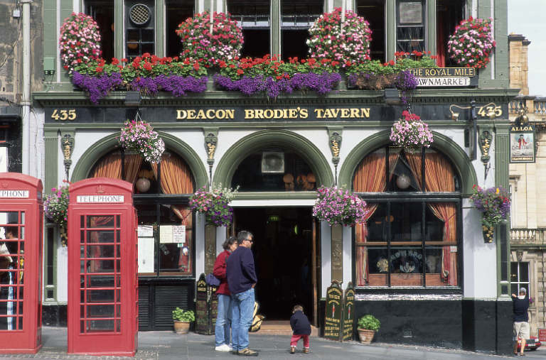 Deacon Brodie's Tavern en Edimburgo