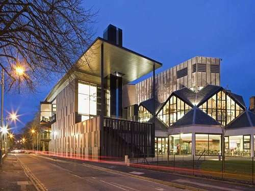 Teatro Eden Court, arte escocesa