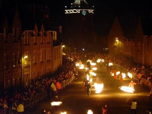 Festival Bolas de Fuego, Año Nuevo en Escocia